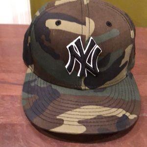 New York Yankees fitted baseball cap